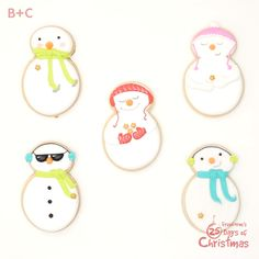 These frosty friends are *almost* too cool and too cute to eat. Noel Christmas, Christmas Baking, Christmas Goodies, Holiday Baking, Christmas Desserts, Desserts Sucrés, Dessert Recipes, Snack Recipes, Biscuits Décorés