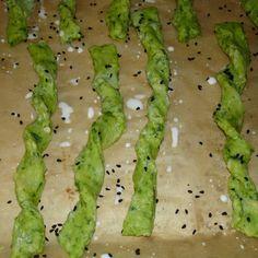 Wild garlic cheese sticks Source by selmavlker Snack Mix Recipes, Spicy Recipes, Healthy Recipes, Pesto Hummus, Garlic Cheese, Wild Garlic, Herbs For Health, Snacks Für Party, Brunch Party