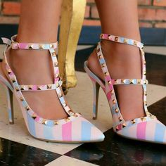 beeeeyond gorgeous! i love love love these, must-have for sure! ugh, i need and want!!