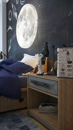 Im Kinderzimmer dient ein großer Mond als Lichtquelle