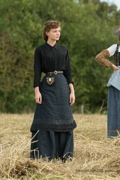 Bathsheba Everdene - Carey Mulligan in Far from the Madding Crowd, set in Victorian England Am grünen Rand der Welt: In der Romanverfilmung Carey Mulligan, Victorian Coat, Madding Crowd, Homemade Costumes, Medieval Fashion, Mode Vintage, Historical Clothing, Cool Suits, Costume Design