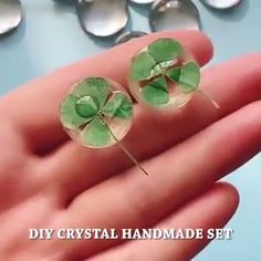 🙌Use your imagination and creativity. Anything in life can be used. 💝Try DIY beautiful accessories as gifts and decorations. ideen videos weihnachten I must order. Looks simple and fun. Diy Resin Crafts, Diy Crafts Hacks, Diy Home Crafts, Diy Arts And Crafts, Crafts To Make, Diy Projects, Paper Crafts, Fabric Crafts, Resin Jewelry