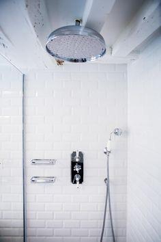 Appartement Montorgueil Paris: Salle de bain de style de style Moderne par Hélène de Tassigny