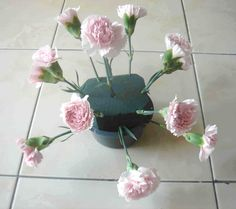 Find out how to make a simple dome arrangement with these easy steps.