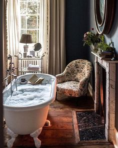A Girls Getaway to Babington House in Somerset - a beautiful retreat, just outside of London - via Stacie Flinner Style At Home, Babington House, Decoration Design, Design Case, Beautiful Bathrooms, Bathroom Inspiration, Home Fashion, My Dream Home, Future House