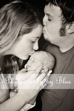 Newborn Photography. Family Photography. Parents and Baby. Black and White. Family Pose.