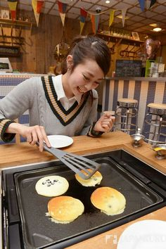 "Lulu♪LUMINE~002 It is a Pancake Bloom right now in the whole Japan! Bake it on your table like Japanese Okonomiyaki at ""Slappy Cakes"" #shinjuku #lumine #lumineest #tokyo #japan #japankuru #shopping #april #spring #refresh #new #life #100tokyo #cooljapan #japancool #okonomiyaki #pancake #slappy #cake #food #bloom #bake"