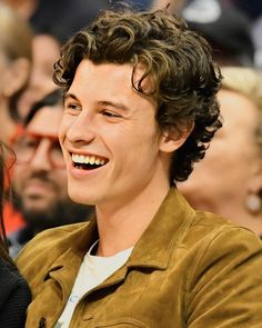 can we talk abt how good & happy & healthy he looks🖤 Magcon, New Netflix Movies, Shawn Mendes Cute, Shawn Mendes Hair, Fangirl, Shawn Mendas, Kids In Love, Babe, Mendes Army