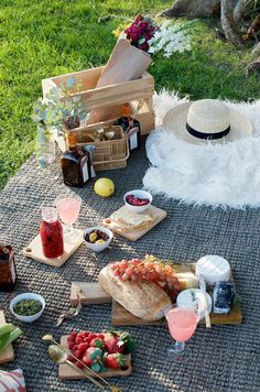 Five Rules For The Perfect Picnic & A Raspberry Cointreau Fizz – Gesundes Abendessen, Vegetarische Rezepte, Vegane Desserts, Picnic Date, Summer Picnic, Garden Picnic, Fall Picnic, Summer Sun, Picknick Snacks, Comida Picnic, Romantic Picnics, Learn To Cook