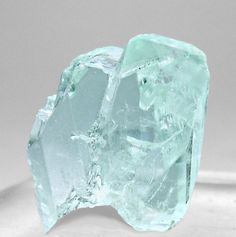 Phosphophyllite :: A wonderful and complete Phosphophyllite floater, with an excellent color, brilliance and an unprecedented transparence. In one word: a gem. The specimen is from a find made in 1968 in Cerro Rico, not in the well-known Siglo XX Mine, but in the oldest Pailaviri Mine.  Mina Pailaviri, Veta Krauser, Cerro Rico, Potosí  Bolivia