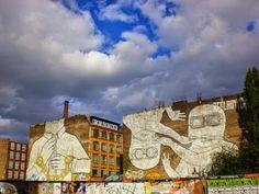 """#Blu  #Kreuzberg #StreetArt #Berlin  La critica d'arte Emilie Trice ha parlato de """"la Mecca dei graffiti del mondo urbano"""". La concentrazione di murales è davvero elevata,  gli edifici di Berlino sono ricoperti di graffiti di ogni tipo e dimensione."""
