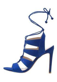 Steve Madden Sandalias Blue En Tu Armario No Pueden Faltar Unas Sandalias Si adoras los zapatos, en tu armario no pueden faltar unas sandalias azules de mujer. Alegres, coloridas, diferentes...