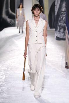 Hermès Ready-To-Wear | Коллекции весна-лето 2021 | Париж | VOGUE Runway Fashion, Fashion News, Fashion Beauty, Fashion Show, Fashion Looks, Fashion Trends, Paris Fashion, Hermes, French Fashion Designers