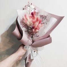 兔尾草 花束 . . #flower #handtied #dryflower #flowerlesson #flowerbasket #flowerstagram #floraldesign #flowershop . .