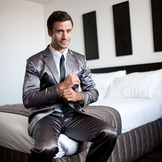 Introducing Barney Stinson's legendary, awe-inspiring Suitjamas, the finest sleepwear a man can buy. If you're a Bro or just plain Awesome, you're one of us! Gag Gifts For Men, Best Gifts, We Wear, How To Wear, Satin Shirt, Dress Outfits, Mens Fashion, Fashion Suits, Clothes