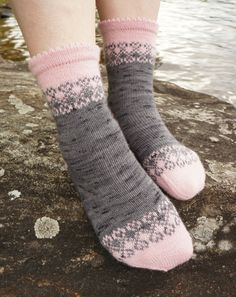 Ravelry: Unelma onnesta pattern by Tiina Kuu Knitted Socks Free Pattern, Fair Isle Knitting Patterns, Crochet Socks, Knitted Slippers, Knitted Gloves, Knitting Socks, Baby Knitting, Knit Crochet, Baby Boy Booties