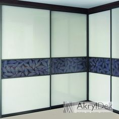 Built-in wardrobe with sliding system, filling of resin panel with design of white leaves for home decoration. White Leaf, Built In Wardrobe, Built Ins, Plexiglass Ideas, Home Goods, Wall Partition, Home Improvement, Acrylic Panels, Lights