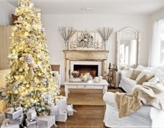 awesome 49 Cool Shabby Chic Christmas Tree Decoration Ideas  http://about-ruth.com/2017/12/19/49-cool-shabby-chic-christmas-tree-decoration-ideas/