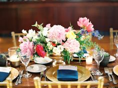 Photography: Charla Storey Photography - charlastorey.com Floral Design: The Southern Table - southerntabledesign.com Venue: Oak Knoll Ranch - www.oakknollranch.com   Read More on SMP: http://www.stylemepretty.com/2015/11/28/bouquet-breakdown-oak-knoll-ranch-spring-wedding/