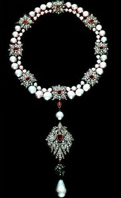 WRONGLY IDENTIFIED Necklace belonged to the Duchess of Windsor. It is the La Peregrina Pearl of Mary Tudor. Liz Taylor owned it.