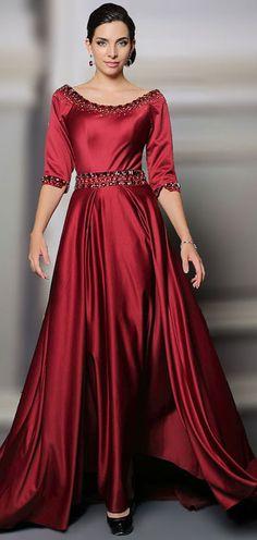 b520f77eca5 Robe de gala rouge longue en satin soyeux rouge bourgogne aux manches  courtes