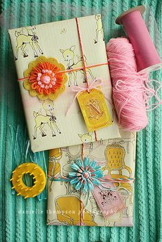 ✂ That's a Wrap ✂ diy ideas for gift packaging and wrapped presents - adorable Wrapping Gift, Creative Gift Wrapping, Wrapping Ideas, Creative Gifts, Pretty Packaging, Gift Packaging, Packaging Ideas, Scarf Packaging, Vintage Packaging