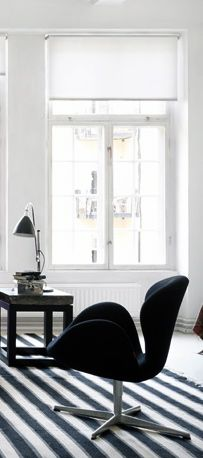 Via Desire to Inspire | Arne Jacobsen Swan Chair | Black White
