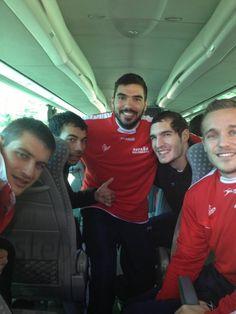 Twitter / AlbertRocas: Rumbo al entrenamiento con  toda la ilusión d la 1a victoria!! #Hispanos @julenaginagalde @VictorTomas8 @maqueda5