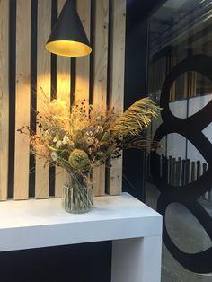 Décoration Stand Eurocave pour le salon SADECC 2019 porte de Versailles à Paris Bouquet, Paris, Table Lamp, Table Decorations, Lighting, Design, Furniture, Home Decor, Living Room