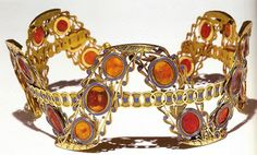 Cameo Diadem of Empress Josephine. The cameos are made from coral, each piece of which has color variations. It is set in gold with lapis-lazuli inlay. Given that Josephine was Empress from 1804 – when she agreed to a divorce. Royal Crowns, Royal Tiaras, Crown Royal, Tiaras And Crowns, Lapis Lazuli, Antique Jewelry, Vintage Jewelry, Empress Josephine, Napoleon Josephine