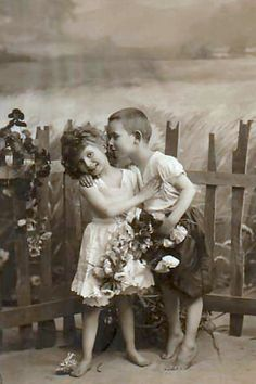 Magic Moonlight Free Images: Boys OH Boys ! Free images for you! Vintage Children Photos, Vintage Pictures, Old Pictures, Vintage Images, Old Photos, Children Pictures, Vintage Kiss, Vintage Love, Antique Photos
