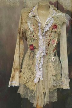 What is Shabby Chic Fashion Poetess Blouse Tattered Laces Shabby Chic Whimsy Bohemian Shabby Chic Outfits, Vintage Outfits, Shabby Chic Clothing, Shabby Chic Tops, Bohemian Mode, Bohemian Style, Boho Chic, Boho Fashion, Vintage Fashion