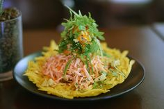 Dining Traveler Picks on places to eat in San Juan, Puerto Rico. Local favorites on where to eat in the Puerto Rican capital from Old San Juan to Pinones. Puerto Ricans, Places To Eat, Spaghetti, Dining, Ethnic Recipes, Food, Traveling, Retro, Tropical Kitchen