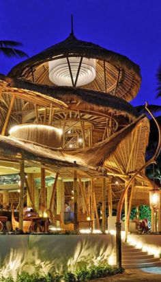 huge impressive chandelier- Could be made by: fabric weighted by bent pipe, light bulbs/ xmas lights above. Finns Beach club in Canggu. Bamboo Bamboo, Bamboo House, Bamboo Architecture, Architecture Design, Casa Bunker, Resorts, Finns Beach Club, Piscina Hotel, Luxury Tree Houses