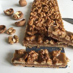 #Repost @flavourforever ・・・ Cevizli pay dilimleri-Walnut pie bars Tabanı için 85gr tereyağı 50gr esmer şeker (4 yemek kaşığı) 120gr un…