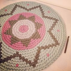 Stunning little kipa rug - tshirtyarn,tapestry crochet