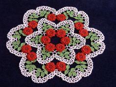 Brand new Ecru crochet doily with flowers holiday di KroneCrochet