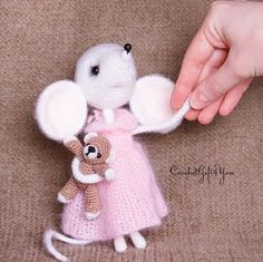 Crochet Mouse Sonia / Loving Mouse / Amigurumi by CRGift on Etsy