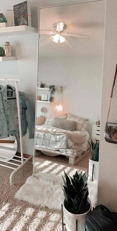 Home Decor For Small Spaces .Home Decor For Small Spaces Room Ideas Bedroom, Bedroom Decor, Bedroom Inspo, Decor Room, Cheap Bedroom Ideas, White Room Decor, Tumblr Room Decor, Cheap Room Decor, Modern Room Decor