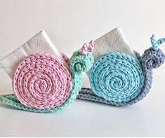 Como fazer porta-guardanapos caracol em crochê com fio de malha Crochet Home, Love Crochet, Crochet Motif, Crochet Designs, Crochet Crafts, Crochet Dolls, Crochet Flowers, Crochet Projects, Knit Crochet