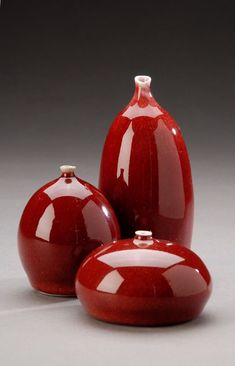 Inexpensive, elegant and versatile, pottery is a worthwhile addition to your home, and you should definitely consider getting some for your interior design project. Pottery is used to decorate diff… Ceramic Pots, Glass Ceramic, Porcelain Ceramics, Pottery Sculpture, Pottery Vase, Ceramic Pottery, Pottery Painting Designs, Pottery Designs, Vase Deco