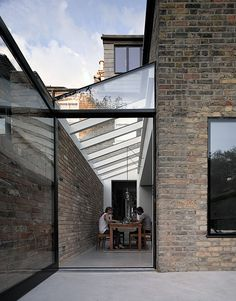 Private house in Stoke Newington by MS-DA. Single open out door. House Extension Plans, House Extension Design, Extension Designs, Glass Extension, Extension Ideas, Rustic Pergola, Curved Pergola, Garden Room Extensions, House Extensions