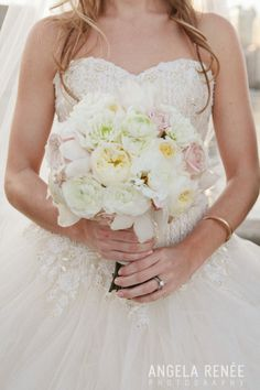 A romantic bouquet of blush, champagne, and ivory blooms
