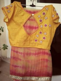 Simple and stylish blouse back neck designs - fashion Saree Blouse Neck Designs, Simple Blouse Designs, Stylish Blouse Design, K Fashion, Ethnic Fashion, Indian Fashion, Fashion Ideas, Blouse Designs Catalogue, Designer Blouse Patterns