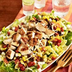 Healthy barbecue chicken salad with barbecue ranch drizzle. This is a lot like Southwestern Salad, but replaces taco seasoning with BBQ sauce.  Yummy