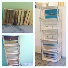 Queria muito ter uma estante para organizar minhas coisas,livros,maquiagens no meu quarto...então resolvi reciclar caixotes de feira e fazer a minha estante e o resultado foi esse  adorei minha estante