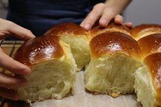Langoși la cuptor – o rețetă simplă și delicioasă! - Retete-Usoare.eu Hot Dog Buns, Hot Dogs, Medvedeva, Hamburger, Deserts, Food And Drink, Youtube, Bread, Baking