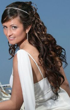 bride bridal hair hairstyle sposa pettinature capelli boccoli wavy curly ricci