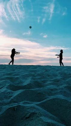 i'm just here for summer Foto Best Friend, Best Friend Photos, Best Friend Goals, Volleyball Photos, Beach Volleyball, Volleyball Setter, Volleyball Shirts, Softball Pictures, Cheer Pictures