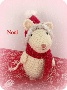 como hacer ratoncitos amigurumi navideños a crochet Yarn Crafts, Diy And Crafts, Crochet Christmas Trees, Christmas Things, Crochet Bracelet, Crochet Handbags, Reindeer, Knit Crochet, Free Pattern